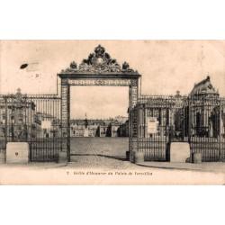 Grille d'honneur du palais...