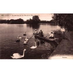 Un coin du lac au parc de...