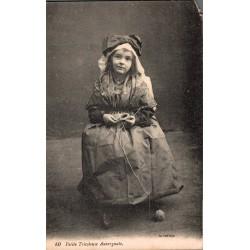 Petite fille tricoteuse...